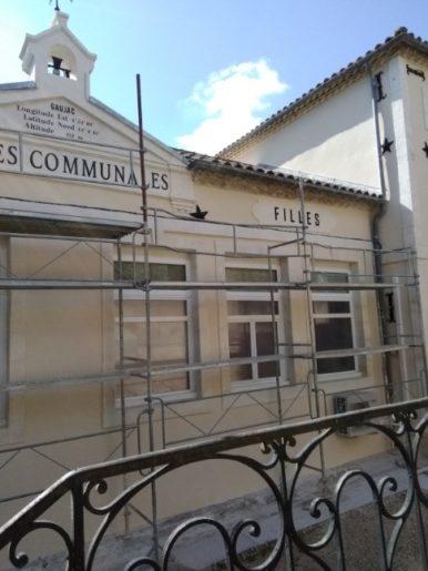 Restauration des anciennes inscriptions sur la façade de l'école communale de Gaujac